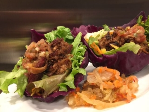 Carnitas in red cabbage cups (2)